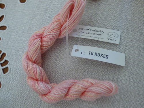 Perlé n°8  HOUSE OF EMBROIDERY COL 16C Roses